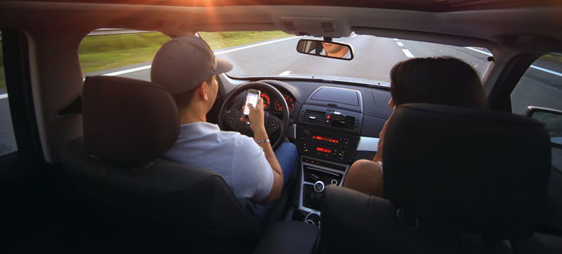 ritiro della patente usa cellulare in auto
